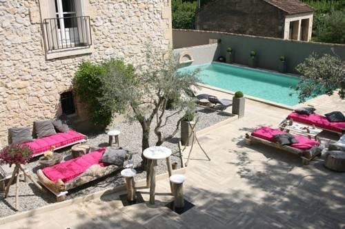 Mas la Bohème : Bed and Breakfast near Saint-Pierre-de-Mézoargues