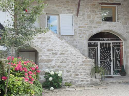 La Maison des Grenouillettes : Bed and Breakfast near Saint-Jean-le-Vieux