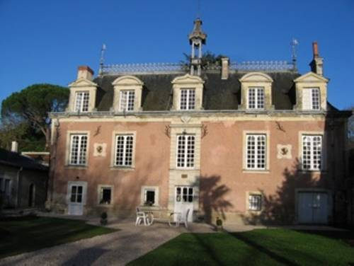 Ker Dame Marie : Bed and Breakfast near Saint-Aubin-de-Luigné