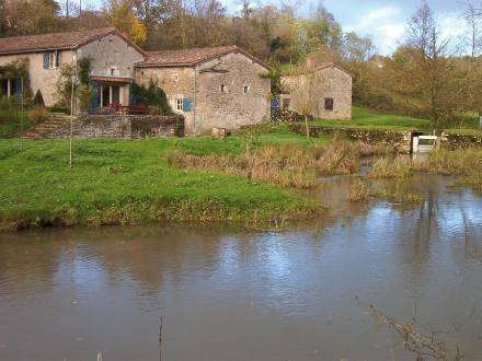 Holiday home Moulin De Moix Payroux : Guest accommodation near Romagne