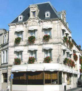 Hôtel Restaurant Des Remparts : Hotel near Haute-Marne