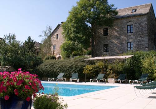 Les Ecuries de Sauveterre : Bed and Breakfast near Saint-Saturnin
