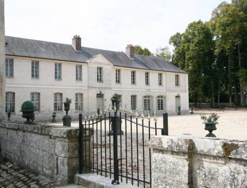 Château de Maudetour : Bed and Breakfast near Sailly
