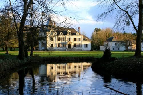 Château De La Coutancière : Bed and Breakfast near Allonnes