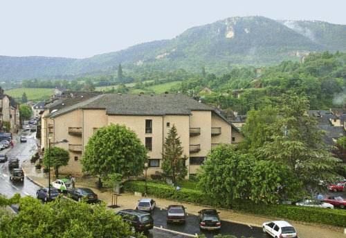 Logis Hotel du Commerce : Hotel near Saint-Saturnin