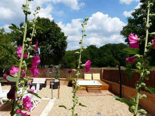 Domaine de Fauveau : Bed and Breakfast near Annesse-et-Beaulieu