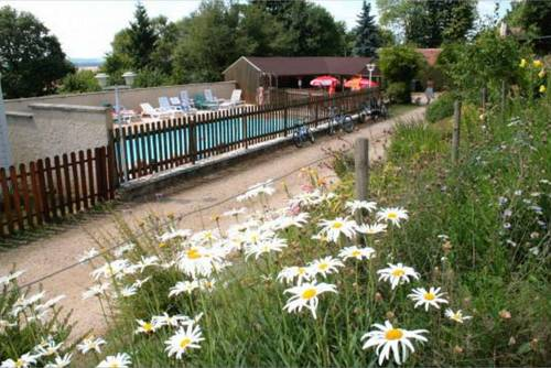 Camping le Bois Jahan : Guest accommodation near Condeau