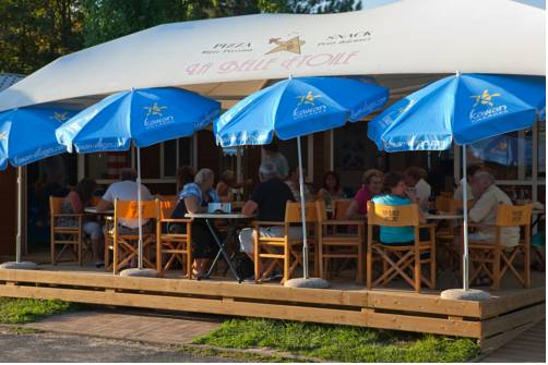 Camping La Belle Etoile : Guest accommodation near Moisenay
