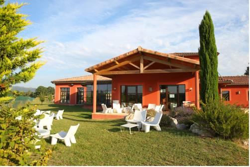 Vacancéole - Résidence le Domaine du Lac : Hotel near Glun