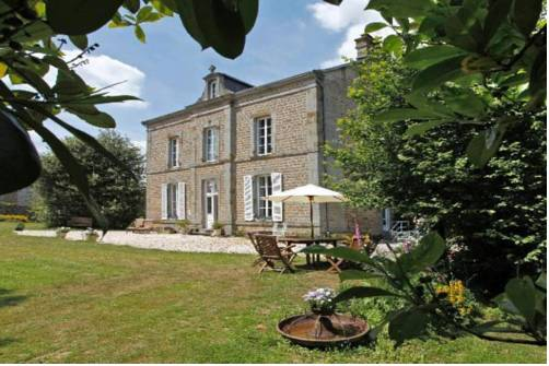 Le Presbytere : Bed and Breakfast near Domfront