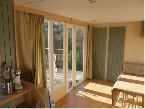 Mobile Home Lann Oriant - Caurel : Guest accommodation near Saint-Gelven