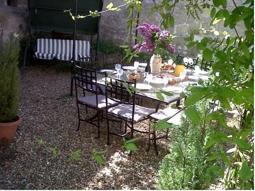 g te la bourgeoise guest accommodation near noyers sur cher. Black Bedroom Furniture Sets. Home Design Ideas