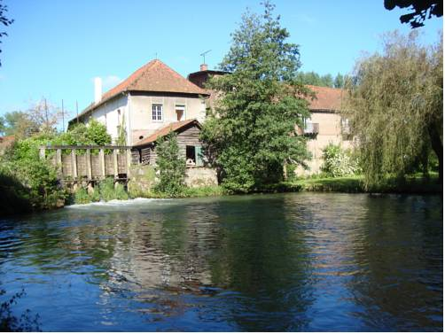 Le Moulin de Fillièvres : Bed and Breakfast near Wail