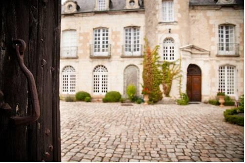 Villa Saint Nicolas : Bed and Breakfast near Baugé