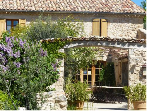 La Ferme du Petit Segries : Bed and Breakfast near Puimoisson