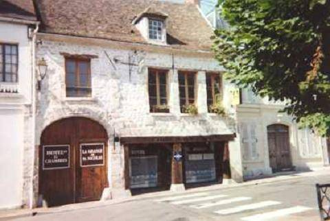 Hôtel Saint Nicolas : Hotel near Santeuil