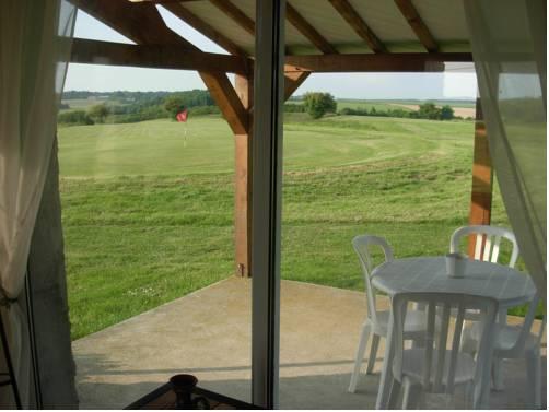 Le Clos du Golf : Bed and Breakfast near Autrèche