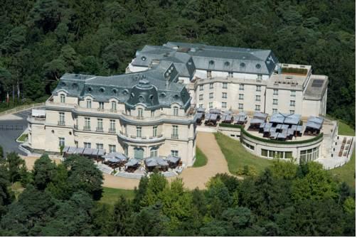 Tiara Château Hôtel Mont Royal Chantilly : Hotel near Saint-Witz