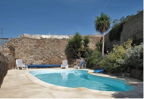 hotel saint brieuc hotels near saint brieuc 22000 france. Black Bedroom Furniture Sets. Home Design Ideas