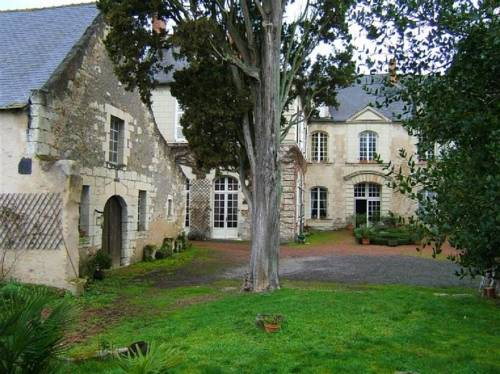 Demeure des Petits Augustins : Bed and Breakfast near Antoigné