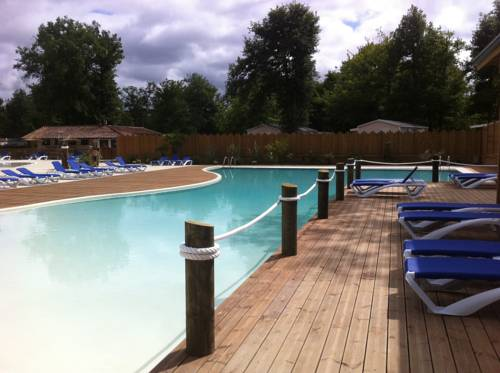 Camping Les Rives Du Lac : Guest accommodation near Cazaubon