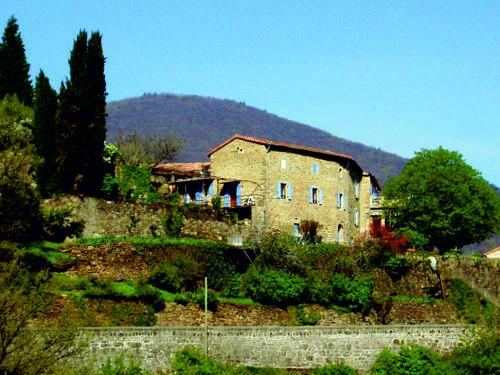 Gîtes Lou Pelou : Guest accommodation near Les Salelles