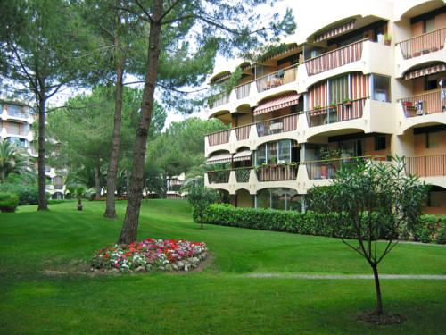 Lagrange Vacances Les Trois Rivières : Guest accommodation near Mandelieu-la-Napoule