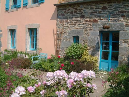 Chambres et Jardin d'hôtes le Presbytère : Bed and Breakfast near Silfiac