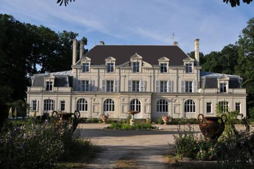 Château de la Chaussée : Bed and Breakfast near Allonnes