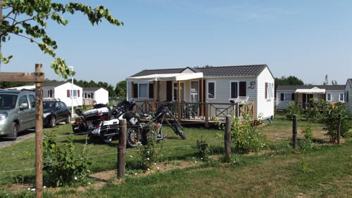 Camping Lot et Bastides : Guest accommodation near Allez-et-Cazeneuve