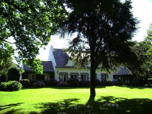 Villa Les Hortensias : Bed and Breakfast near Beuzec-Cap-Sizun