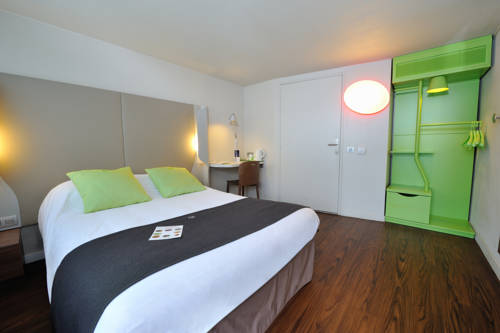Campanile Lyon Est Aéroport Saint Exupery : Hotel near Grenay