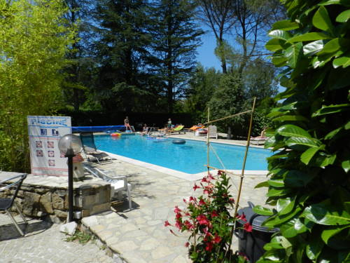 Domaine de La Tour : Guest accommodation near Salavas