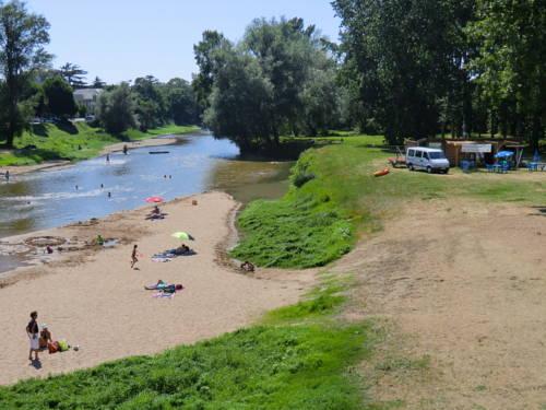 Camping les Plages de Loire : Guest accommodation near Saint-Aubin-de-Luigné