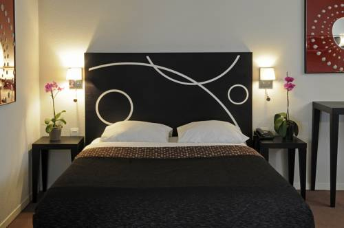 Le Carmin by Popinns : Guest accommodation near Villejuif