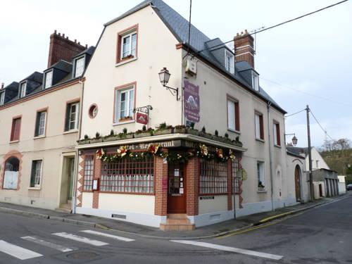 Hôtel du Cygne : Hotel near La Ferté-Frênel