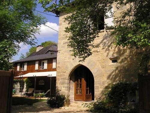 Chambre d'Hôtes-Tour de Garde XIVe : Bed and Breakfast near Terrasson-Lavilledieu