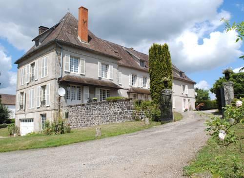 Chateau de Corrige : Bed and Breakfast near Javerdat