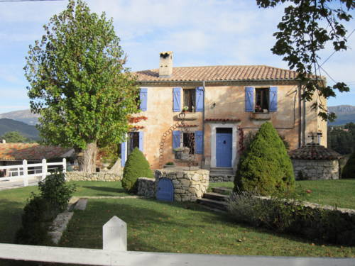 La Bastide des Pins : Bed and Breakfast near Séranon