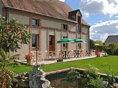 Logis Hotel Le Nuage : Hotel near Ouzouer-sur-Trézée