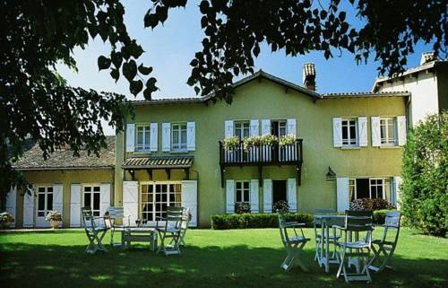 Hostellerie La Huchette : Hotel near Saint-André-de-Bâgé