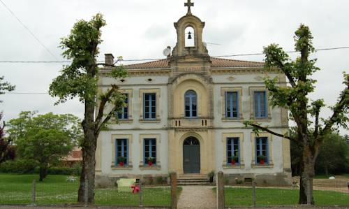 La Vieille Ecole : Bed and Breakfast near Miramont-de-Guyenne