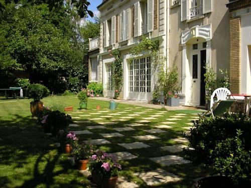 Hotel rueil malmaison hotels near rueil malmaison 92500 for 60 jardin de valmy paris