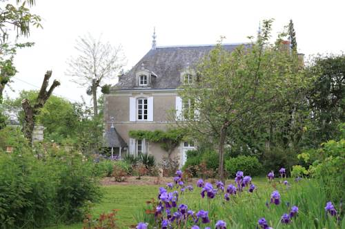 Domaine des Chesnaies : Bed and Breakfast near Saint-Aubin-de-Luigné