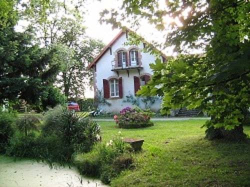 Domaine des Parisses - Chambres d'hotes : Bed and Breakfast near Aurouër