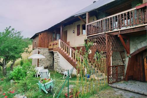 Les Tinons : Guest accommodation near Pontis