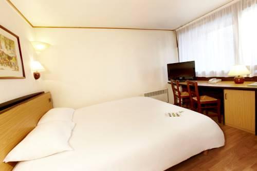 Campanile Cherbourg-Laglacerie : Hotel near Brix
