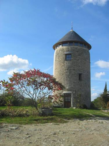 La Tour du Moulin Géant : Bed and Breakfast near Saint-Aubin-de-Luigné