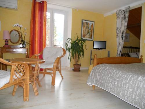 Les Hirondelles Chambres d'Hôtes : Bed and Breakfast near Le Saix