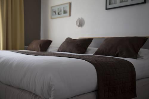Logis Hôtel Les Comtes de Pardiac : Hotel near Armentieux